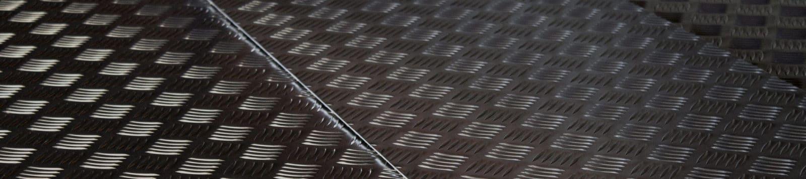 plaques en acier